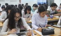 Học sinh lớp 12A7, Trường THPT Trần Hữu Trang đang làm bài kiểm tra giữa kỳ môn Toán. Ảnh: Internet