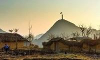 'Nơi cúi mặt sát đất, ngẩng mặt đụng trời' chỉ địa danh nào của Hà Giang?