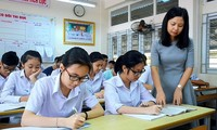 Gọi thầy/cô xưng con để bọn trẻ có sự tôn trọng với người giáo dục mình, điều đó có gì là sai?