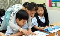 Có nên gọi học trò là con: Không nên can thiệp?