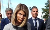 Lori Loughlin và chồng phải ngồi tù, nộp phạt tổng cộng 400.000 USD vì hối lộ, làm giả hồ sơ chạy cho con gái vào đại học danh tiếng.