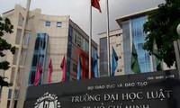 """Văn phòng Chính phủ vừa có văn bản gửi Bộ trưởng Bộ GD&ĐT về việc """"Giải quyết kiến nghị của một số cán bộ, giảng viên trường ĐH Luật TP.HCM""""."""