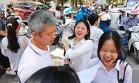 ẢNH: Nữ sinh Thủ đô xinh xắn, rạng ngời sau buổi thi Ngữ Văn