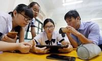Học sinh dùng điện thoại trong lớp: Phó hiệu trưởng - con gái cố PGS Văn Như Cương nói gì?