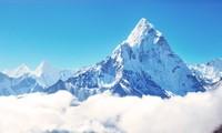 Đỉnh núi nào được biệt danh là 'thánh mẫu của vũ trụ'?