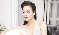 Giữa ồn ào tình cảm với Titi (HKT), Nhật Kim Anh vẫn rạng rỡ khoe xe mới tậu tiền tỷ