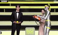 Lễ trao giải âm nhạc Châu Á MAMA bị chỉ trích khi liên tục phun thuốc khử trùng COVID-19