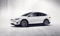 Tesla Model X 2018 là một mẫu SUV chạy điện rất lạ.