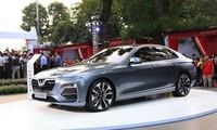 VinFast ra mắt và cho phép đặt hàng các mẫu xe máy điện và ôtô.