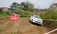 Thử khả năng off-road của Nissan Terra ở Hà Nội