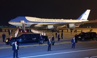 15 phút căng thẳng khi đón Air Force One của tổng thống Mỹ
