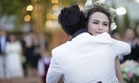Hoa hậu Diễm Hương khóc nức nở trong hôn lễ