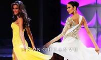 Hoàng Thuỳ 'gây bão' bán kết Miss Universe với kỹ năng 'bamboo walk' điêu luyện