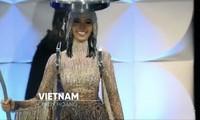 Truyền thông Mỹ khen ngợi Hoàng Thuỳ trình diễn 'Cafe phin sữa đá' ở bán kết
