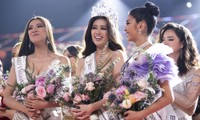 Nguyễn Trần Khánh Vân trong khoảnh khắc đăng quang Hoa hậu Hoàn vũ Việt Nam 2019.