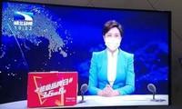 Người dẫn chương trình, phóng viên của đài Hồ Bắc đeo khẩu trang y tế trong các bản tin.