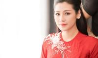 Á hậu Tú Anh chúc Tết độc giả báo Tiền Phong