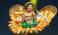 H'Hen Niê và bộ quốc phục 'Bánh mỳ' tại Miss Universe 2018.