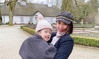 Á hậu Diễm Trang và con gái ở Ba Lan.