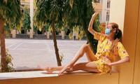 Võ Hoàng Yến mặc pijama tắm nắng ngoài ban công ở khu cách ly.