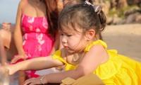 Con gái siêu mẫu Hà Anh mới 2 tuổi đã có thể nói cả tiếng Anh lẫn tiếng Việt