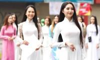 Không hẹn mà gặp, dàn thí sinh cùng diện áo dài trắng tới sơ khảo phía Nam HHVN 2020
