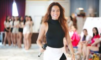 Người mẫu Như Vân trong vai trò huấn luyện catwalk cho các thí sinh của vòng bán kết cuộc thi Hoa hậu Việt Nam 2020. Ảnh: Trọng Tài.
