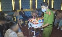Công an kiểm tra nhóm thanh niên mở tiệc ma túy tại quán karaoke