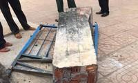 Hiện trường vụ việc sập đổ cổng trường khiến 1 học sinh tử vong