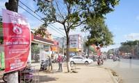 Băng rôn sự kiện Chủ nhật Đỏ treo dọc các tuyến đường chính huyện Ea Kar