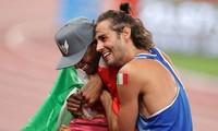 Vì sao hai VĐV nhảy cao lại chấp nhận chia sẻ tấm HCV Olympic Tokyo 2020?