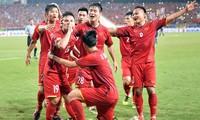 Hội sinh viên tiếp lửa cho đội tuyển Việt Nam đá chung kết AFF Cup