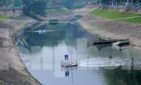 Nước sông Tô Lịch ra sao sau 10 ngày thí điểm 'bảo bối' của Nhật?