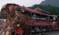 Hiện trường tai nạn kinh hoàng khiến 40 người thương vong ở Hòa Bình