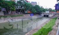 Xả hơn 1 triệu mét khối nước từ Hồ Tây, nước sông Tô Lịch chuyển màu xanh