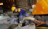Xuyên đêm hút bùn, nước thải quanh Công ty Rạng Đông