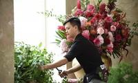 Cậu bé nghèo thành 'nghệ sĩ' nhờ hoa