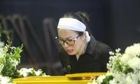 Khóc nghẹn cảnh 'người đầu bạc tiễn kẻ đầu xanh' tại tang lễ MC Diệu Linh