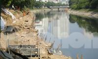 Công trường xây dựng cống thu gom nước thải 'khủng' bao quanh sông Tô Lịch