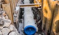 Cận cảnh ống cống gom nước thải sắp 'giải cứu' sông Tô Lịch