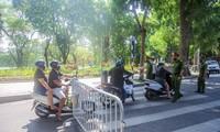 Cận cảnh Hà Nội triển khai kiểm tra giấy tờ người dân lưu thông trên đường