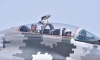Tổng thống Ukraine bay trên MiG-29 nhân Ngày Không quân