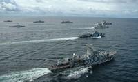 Hải quân Indonesia tập trận ở biển Đông. Ảnh: AP