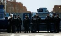 Pháp điều động xe bọc thép để ngăn người biểu tình 'Áo vàng'