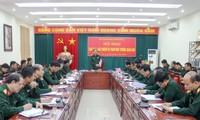 Thiếu tướng Phùng Sĩ Tấn phát biểu tại hội nghị. Ảnh QK2