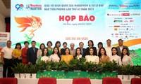 Ban tổ chức chụp ảnh lưu niệm cùng các nhà tài trợ, đơn vị đồng hành cùng Tiền Phong Marathon 2021 tại buổi họp báo. Ảnh: Như Ý