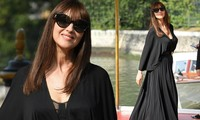 'Tượng đài nhan sắc Ý' Monica Bellucci siêu gợi cảm với áo cổ sâu buông lơi