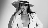 Phô ngực trần trên bìa tạp chí, siêu mẫu Úc Shanina Shaik gợi cảm mê đắm