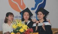 Sinh viên Nguyễn Thị Quỳnh Trang xúc động trong buổi giao lưu