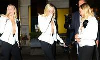 Margot Robbie áo xẻ sâu bất tận, khoe vòng 1 táo bạo